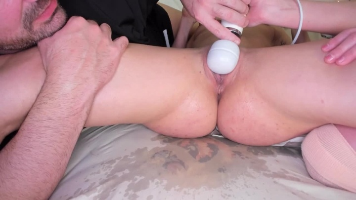 Akgingersnaps Nikkis First On Cam Squirt