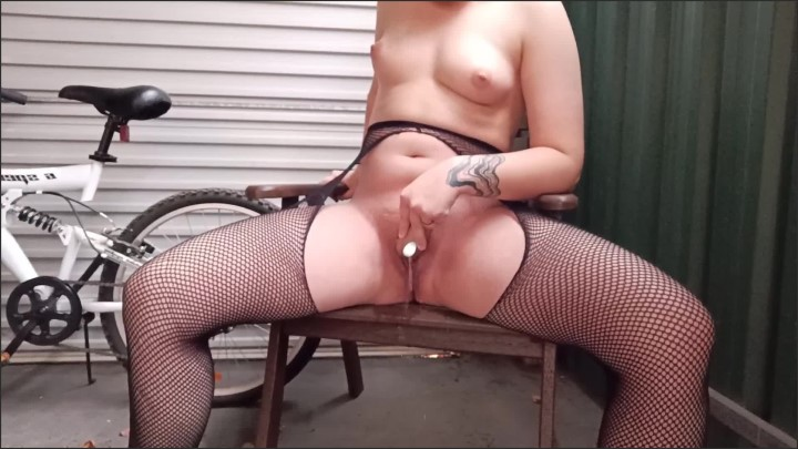 [Full HD] Outside Masturbating With Power Piss - Alexa Gold - - 00:09:10   Outdoor, Pissing - 203,4 MB