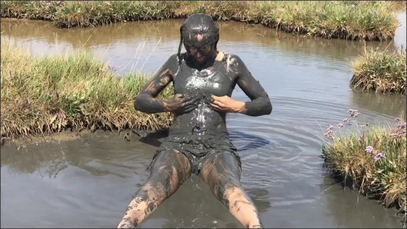 [Full HD] Sexy Girl Playing In The River Mud Muddy Fun Fully Clothed  - AliMessyxxx - -00:17:02 | Girls Mud, Muddy, Brunette - 1020,6 MB