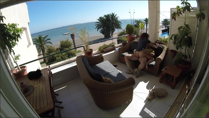 [Full HD] Sexo Sigiloso En Balcon De Playa Mientras Pasea La Gente Cerca - Alis Y Bruno - - 00:10:33 | Accidental Creampie, Back Cumshot - 232,2 MB