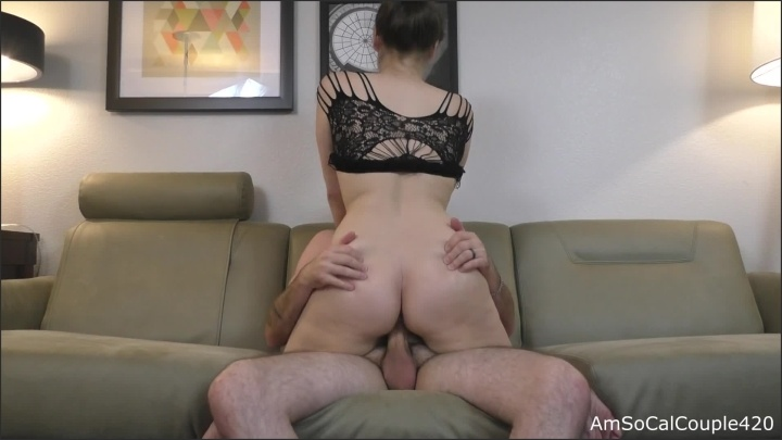 [Full HD] Hotel Room Couch Sex - AmSocalcouple420 - - 00:28:37 | Cumshot, Girl Riding Guy - 445,6 MB