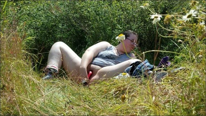 [Full HD] Chubby Bitch Masturbates In Park - AnaliseMagical - - 00:16:20 | Public, Verified Amateurs - 1,4 GB