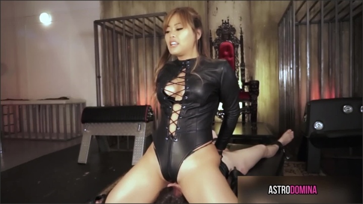 [Full HD] Astrodomina The Leather Facesitting Feat Astrodomina - AstroDomina - Manyvids - 00:09:30   Size - 151,3 MB