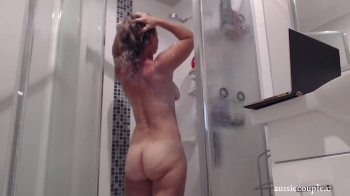 Aussie Couple72 Sneeky Shower Show