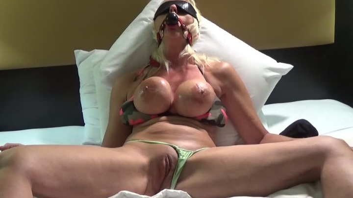 Blonde Banditt Bondage Orgasm Screaming Blonde Banditt