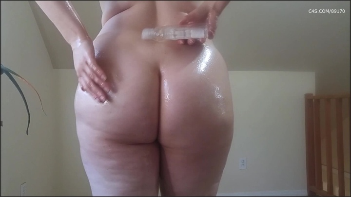 Booty4U Covering Myself With Oil