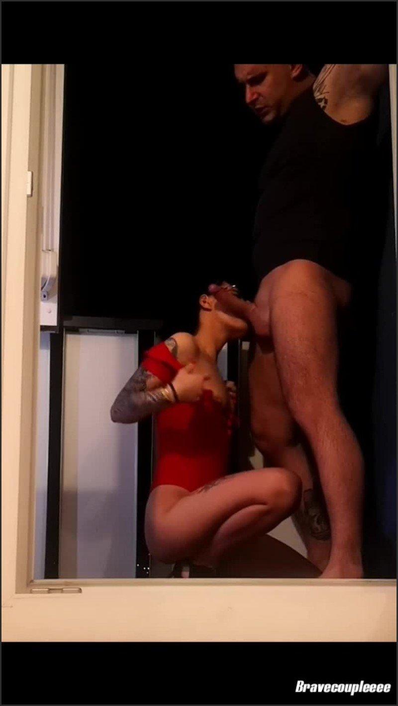 [SD] Bravecoupleeee Balcony Game - Bravecoupleeee - -00:06:30 | Tattooed Couple, Blowjob, Amateur Homemade - 75,9 MB