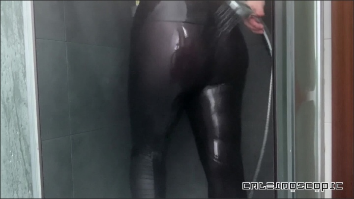 [Full HD] Shower In My Spandex Leggings And A Surprise In The End - Caleidoscopic - - 00:09:42 | Verified Amateurs, Shower - 147,8 MB