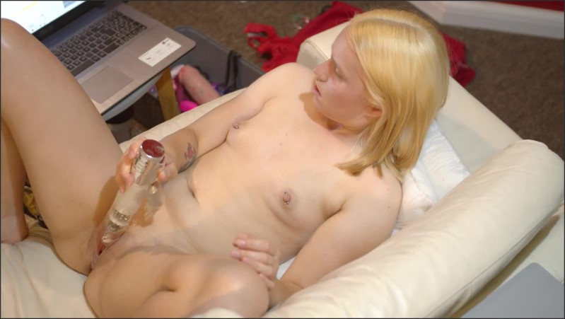 [Full HD] Babe Shows Her Ass And Wanks On Camera - Casey Jones - -00:12:32 | Teen, Blonde - 235,5 MB