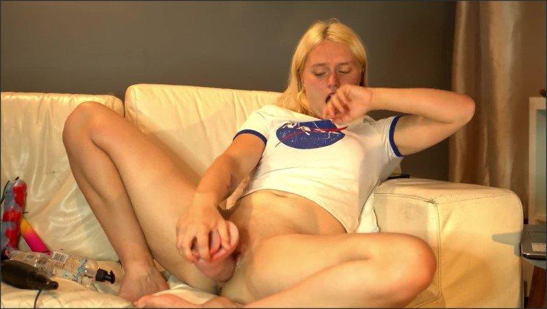 [Full HD] Hot Teen Babe Rides And Fucks Her Huge Dildo Casey Jones - Casey Jones - -00:17:49 | Huge Cock, Butt - 330,7 MB