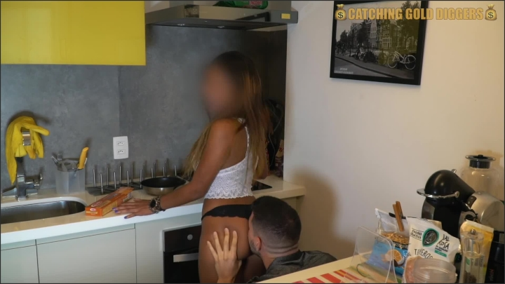 Cute 18 Year Old Brazilian Teen Gets Fucked After Seeing A Pile Of Money