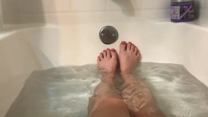 Catherine Grey Feet In Bathtub Ripoff