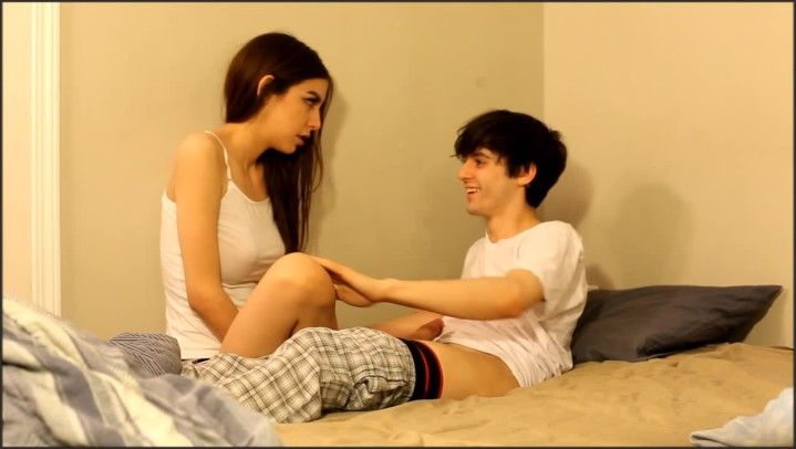 [HD] Chloenight Perv Brother Seduces Sister Re Upload - ChloeNight - ManyVids - 00:18:17 | Size - 1021,9 MB