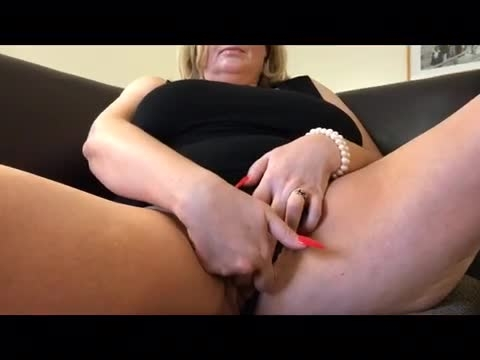 Courtesan Anna Pussy Play In Hotel Room