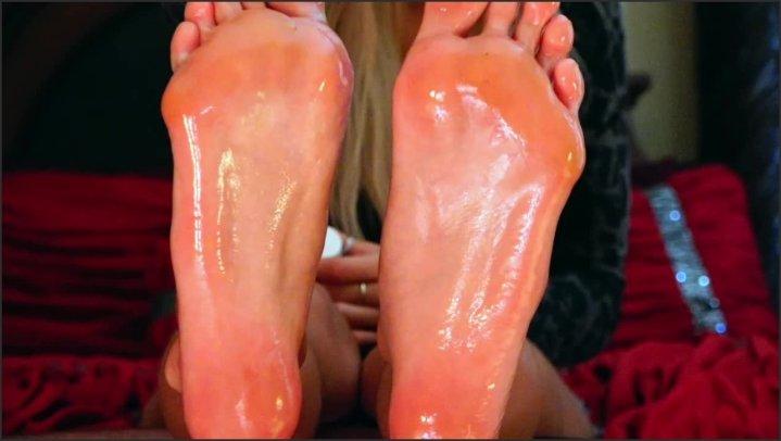 Foot Tober Multi Level Feet Joi Oil And Glitter