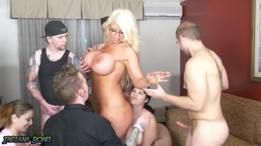 [Full HD] Dan Ferrari Part 1 Hotel Room Orgy W Milf Alura Jen Dan Ferrari - ManyVids-00:06:09 | Milf, Big Tits - 891,2 MB