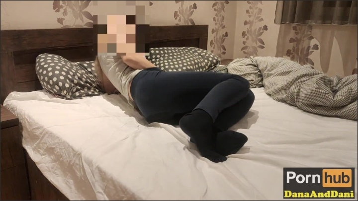 [Full HD] My Stepsister So Horny She Masturbating Squirting And Pissing In The Bed - DanaAndDani - - 00:08:48 | Fetish, Step Sister, Pee Desperation - 127,8 MB