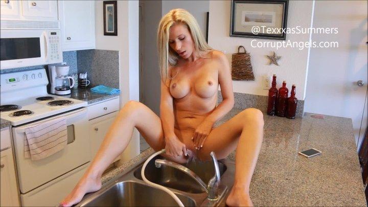 [Full HD] Daphne Summers I P-- In The Sink Between Orgasms  - Daphne Summers - ManyVids - 00:10:02 | Pee, Voyeur - 1,2 GB