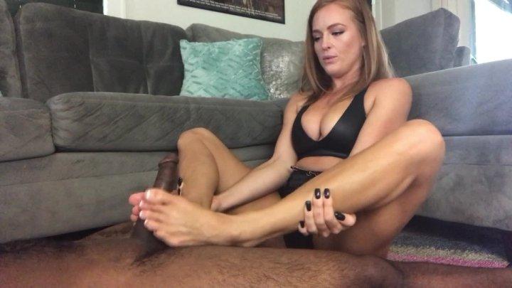 Denise Foxxx Sweaty Feet Footjob