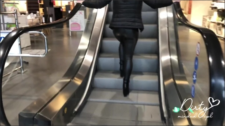 [Full HD] Amateur Girl With Leather Leggings Searching For A Perfect Christmas Tree - DirtyMindedCPL - - 00:10:10 | Public Tease Ass, Verified Couples, Verified Amateurs - 267,2 MB