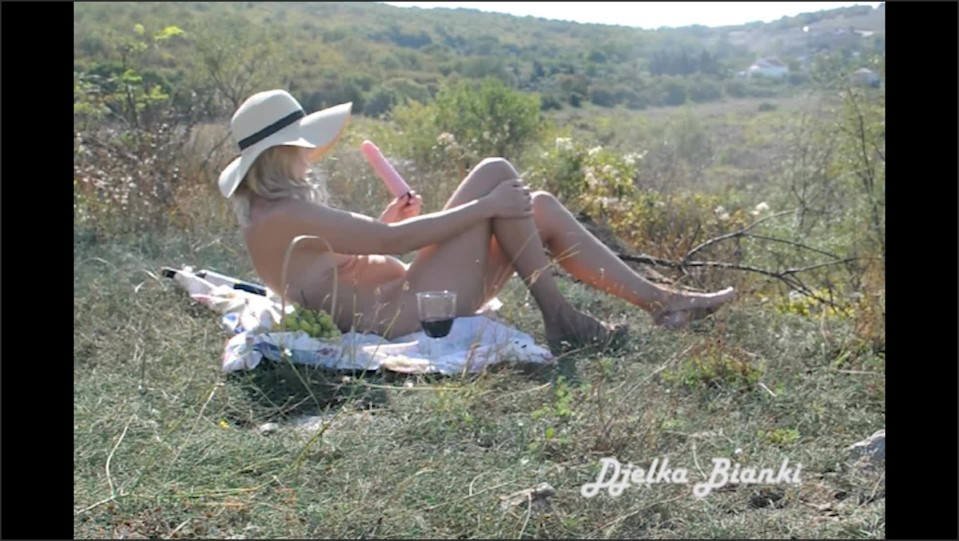 [Full HD] Depraved Milf Fucks Herself With A Dildo In Nature And Then Sucks And Fucks With A Stranger  - DjelkaBianki - -00:18:32 | Babe, Sexy Milf - 548,1 MB