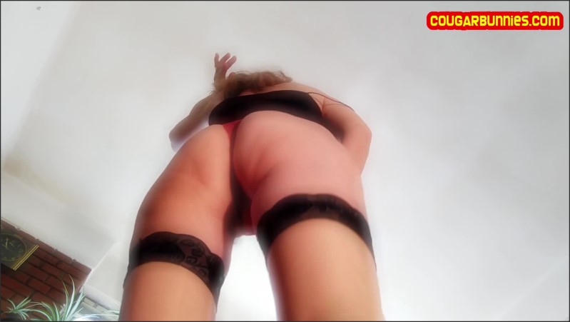 [Full HD] Retromusic French Uplooks Stripping Out Of Red Deux Pieces Above The Camera - Doris Dawn - -00:13:30 | Exclusive, Verified Couples, Striptease - 474,2 MB