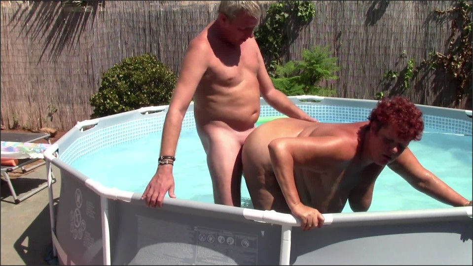 [Full HD] Chubby Wife Seduces Poolboy And Gets Creampied  - Dutchies4Fun - -00:09:14   Pool Sex, Creampie, Hardcore - 221,4 MB