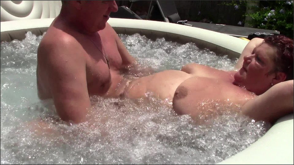 [Full HD] Cute Bbw Gets Creampied In The Jacuzzi  - Dutchies4Fun - -00:10:03 | Creampie, Old - 521,9 MB