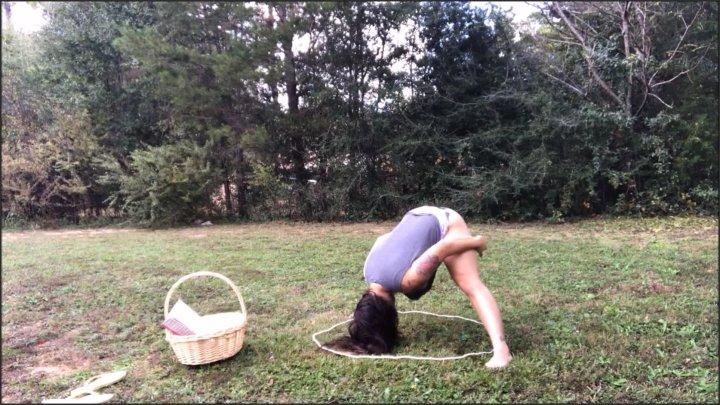 [Full HD] Outdoor Yoga In Panties - Ellie Boulder - - 00:09:47 | Verified Amateurs, Public - 253,9 MB