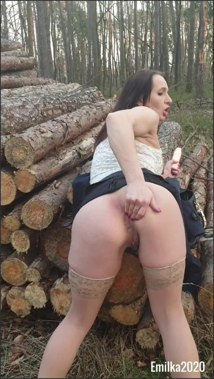 [SD] Horny Polish Girl Has To Masturbate Pussy Even While Walking In The Forest - Emilka2020 - - 00:11:34 | Nabrzmiala Sutki, Polish Amateur, Amateur - 211,8 MB