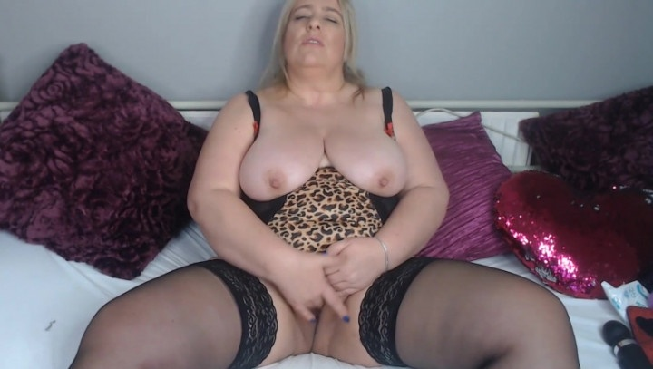 English Milf Custom Mommy Wants To Sit On Your Face