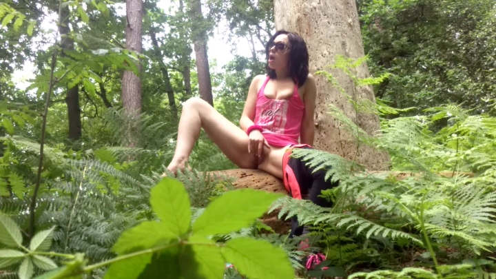 [Full HD] Epiphany Jones Almost Caught In The Woods 4K - Epiphany Jones - ManyVids - 00:07:35 | Masturbation, Public Flashing - 805,7 MB