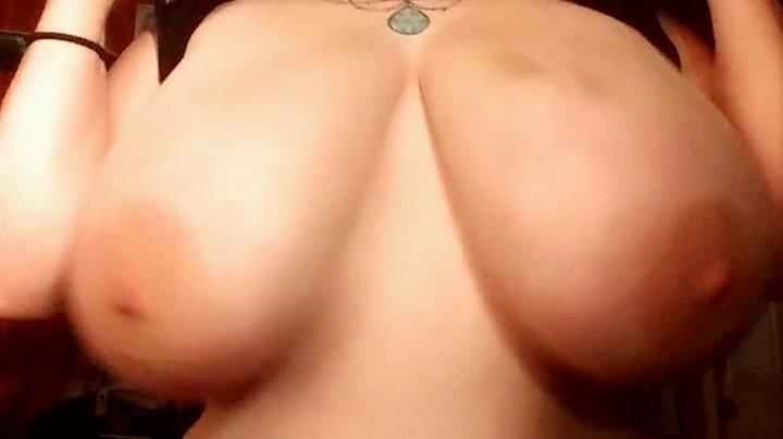 [SD] Erisdionysus Boob Drop Surprise - ErisDionysus - ManyVids - 00:10:09 | Huge Tits, Huge Boobs - 1 GB
