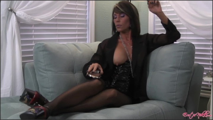 [HD] Eroticnikki Sexy Smoking Milf - EroticNikki - Amateur - 00:06:13 | Size - 137,6 MB