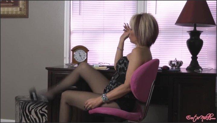 [HD] Eroticnikki Smoking Secretary - EroticNikki - Amateur - 00:06:27   Size - 221,1 MB
