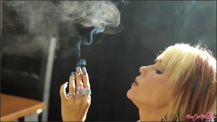 [HD] Eroticnikki Smoking Up - EroticNikki - Amateur - 00:07:46 | Size - 145,8 MB