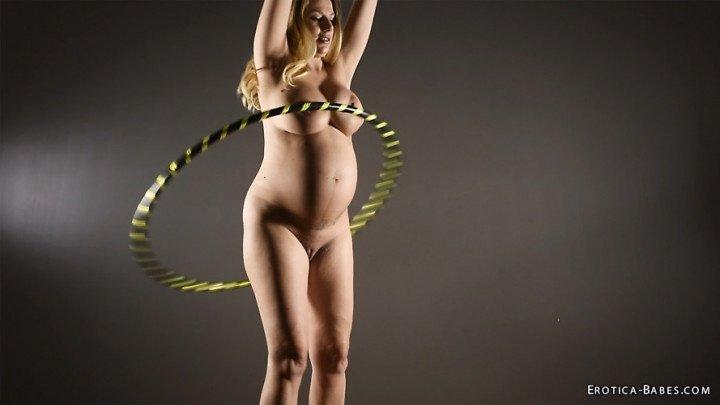 [SD] Eroticababes Danielle Maye Pregnant Hula Hooping  - EroticaBabes - ManyVids - 00:20:56   Slow Motion, Hula Hoop, Big Tits - 382,1 MB
