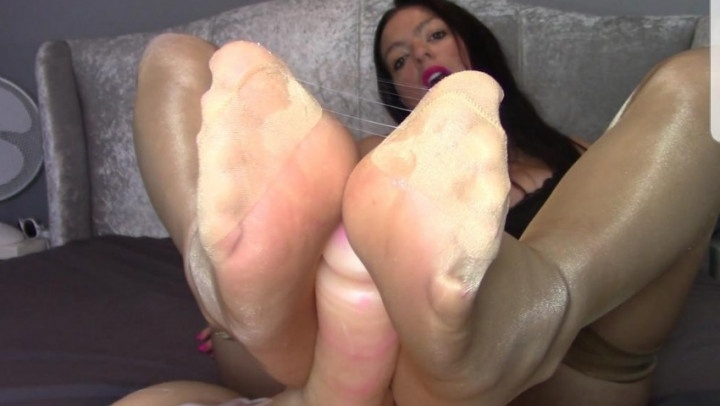 [Full HD] Evamarie88 Stockings Make You Cum - Evamarie88 - ManyVids - 00:10:02 | Garter &Amp;Amp; Stockings, Foot Fetish, Feet Joi - 572,5 MB