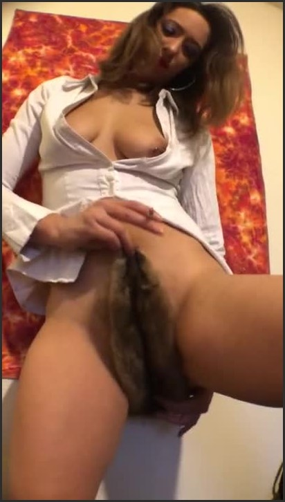 [HD] Young Milf Masturbates With Fur Pelt And Smokes Ezza Shae Cums On Fur - Ezza_Shae - -00:11:14 | Moaning, Amateur - 68,2 MB