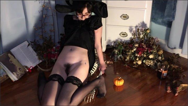 [Full HD] Witch Gives Mr Bones A Wild Anal Ride Til She Cums Hard - Femdomommy - - 00:09:26 | Anal, Brunette - 156,9 MB
