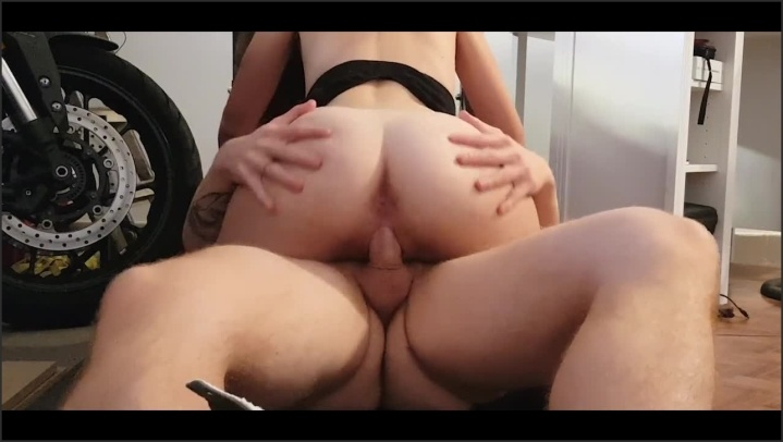 [HD] Freyjarode Scopiamo In Garage Dopo Che Si Allenata  - FreyjaRode -  - 00:07:46   Big Ass, Creampie, Female Orgasm - 93,5 MB