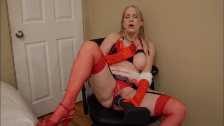 Gartersex While Santa Is Away Mrs Claus Will Play