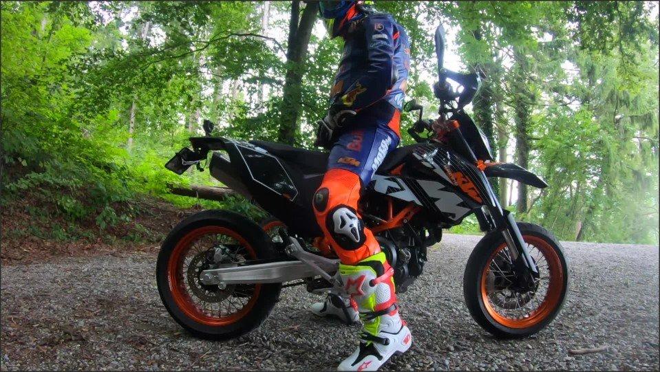 [Full HD] Two Motorcycle Biker Wanking And Jerking Off In Public Area  - GearBikers - -00:12:44 | Ktm, Outside, Cumshot - 566,2 MB