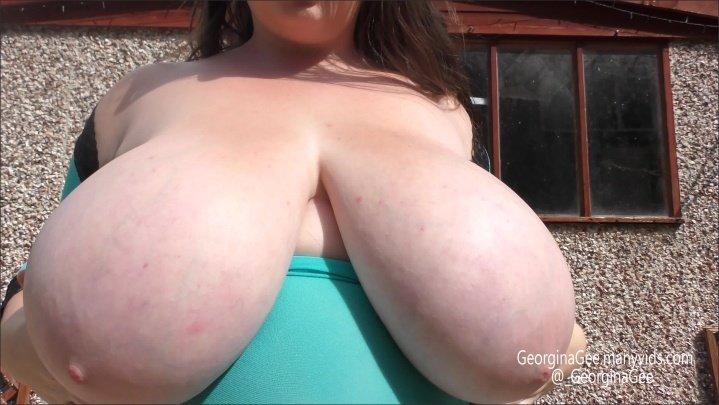 [4K Ultra HD] Georginagee Outdoor Fun - GeorginaGee - ManyVids - 00:08:16 | Size - 1,6 GB