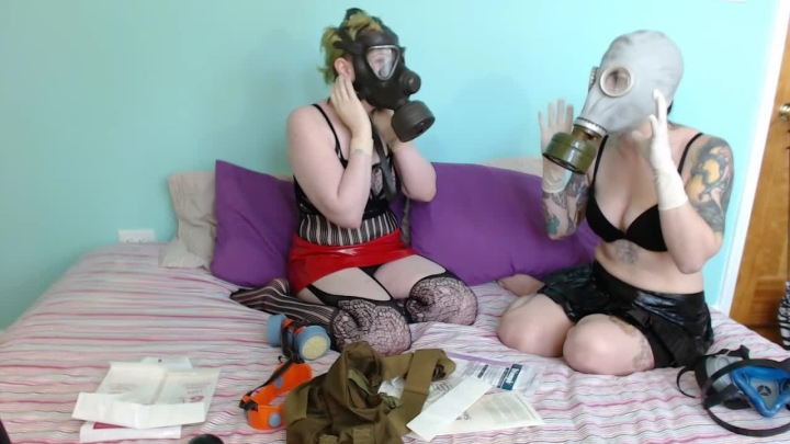 [HD] Goddess Joules Opia Joules Shows Rizzo Her Masks And Gloves - Goddess Joules Opia - ManyVids - 00:14:53   Glove Fetish, Wet Look, Latex - 452,8 MB