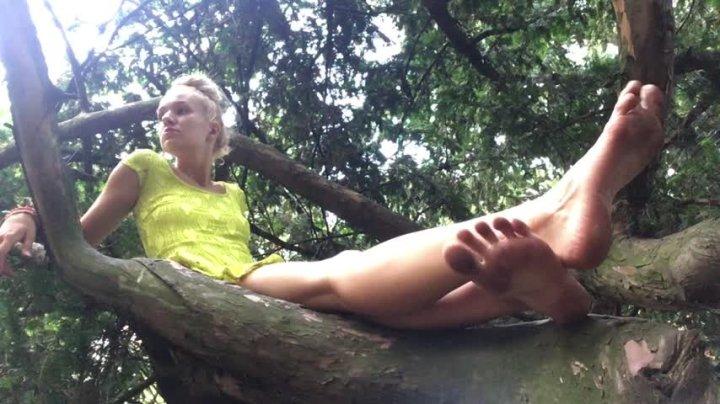 Goddess Vanessa Barefoot Branch Manager