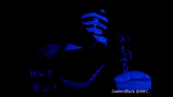 Gweenblack Black Light Teasing Show