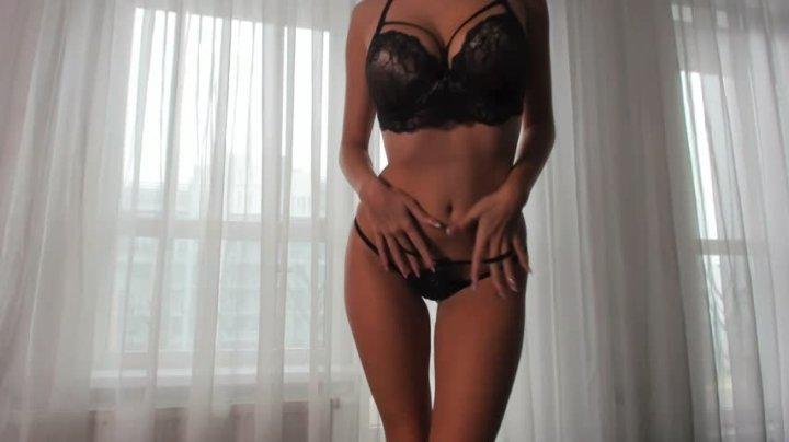 Happy Yulia Striptease