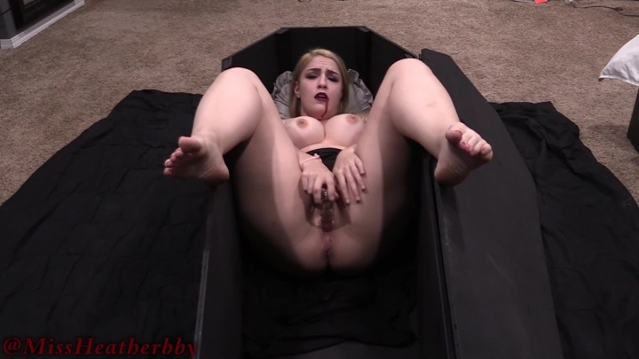 Heatherbby Vampire Masturbation