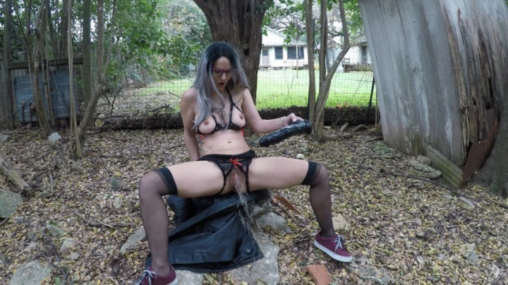 Hope Penetration Black Cock Amp Squirt In Stangers Backyard